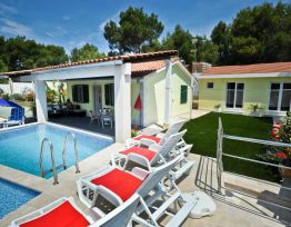 Vacation House Kuca za odmor s bazenom