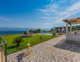 Vacation House Luxury Villa MIS on the beach (6+4)+ 6 bikes free of charge