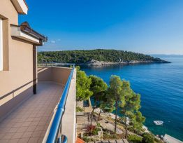 Apartman with Stunning Sea-view Balcony