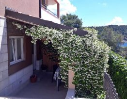 Ferienwohnung 25m from Private Beach, Swimming Pool, Terrace, Private Parking