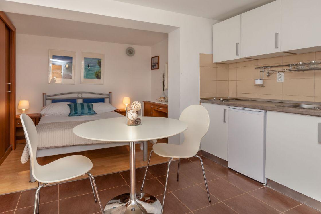 Villa Livia Bol Studio Apartment Livia 3 Pet Friendly 5 Min To Beach Center Pick Up