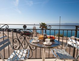 Apartman Riva Mare★Bright 1 BR apt for 4★sea view balcony