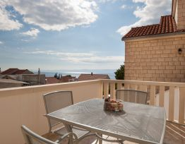 Apartman Livia 4★2 BR apt with terrace and sea view★near beach★shared BBQ