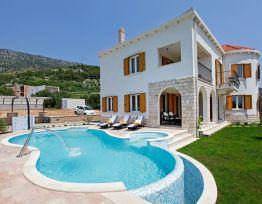 Vacation House Villa Nera✶4 BR villa✶swimming pool✶parking✶10 min center