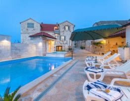 Ferienhaus Holiday home Škrika with heated pool