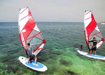 Windsurfing school in Sutivan