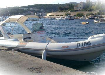Rent a boat at Bol boat service