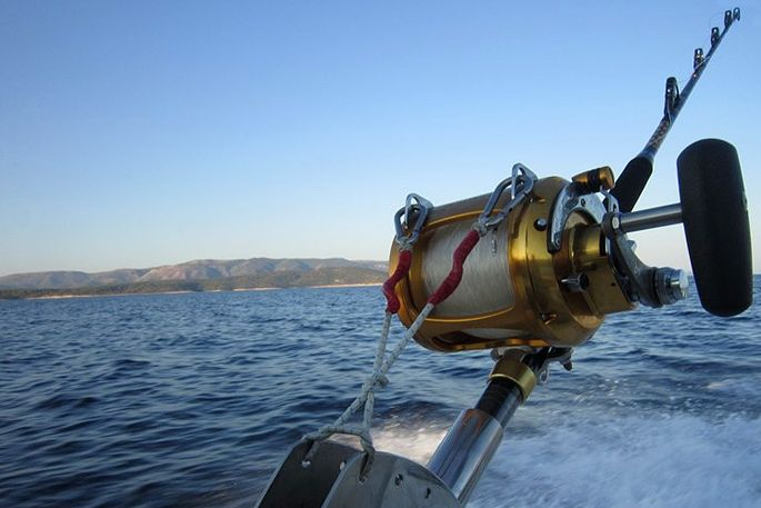 Big game fishing boat tours on the island of bra for Boat fishing games